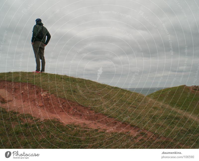 Babylon Mann Hose Jacke Meer Gras Wolken rot ruhig Aussicht Horizont Gedanke Denken Kraft Erde Sand Jungeursch Amerika Himmel Helgoland Deutschland Insel