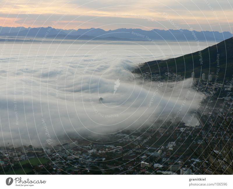 Seenebel Wolken Kapstadt Morgennebel Wellen untergehen eingeschlossen Himmel Nebelwelle überrollt