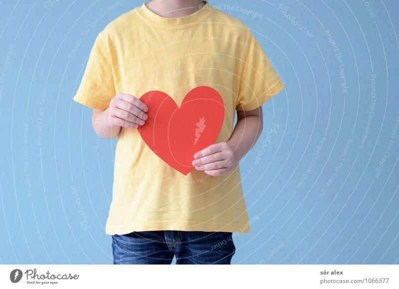 Herz ohne Kopf Mensch Kind blau Hand rot Mädchen gelb Leben Liebe feminin Familie & Verwandtschaft Kindheit Arme Herz festhalten T-Shirt