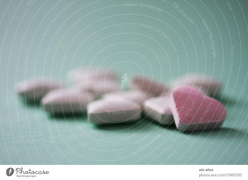 elf herzchen Süßwaren Bonbon Ernährung grün rosa weiß herzförmig Herz Innenaufnahme Makroaufnahme Menschenleer Textfreiraum links Textfreiraum rechts