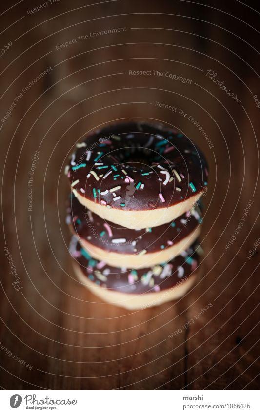 triple choc Lebensmittel Süßwaren Schokolade Ernährung Essen Stimmung Krapfen 3 Karneval Narren lecker Kalorienreich Streusel Farbfoto Innenaufnahme Nahaufnahme