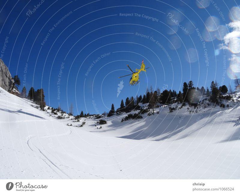 TSCHÜSS... gelber Engel Landschaft Himmel Wolkenloser Himmel Winter Schönes Wetter Schnee Baum Alpen Luftverkehr Hubschrauber Rettungshubschrauber rennen