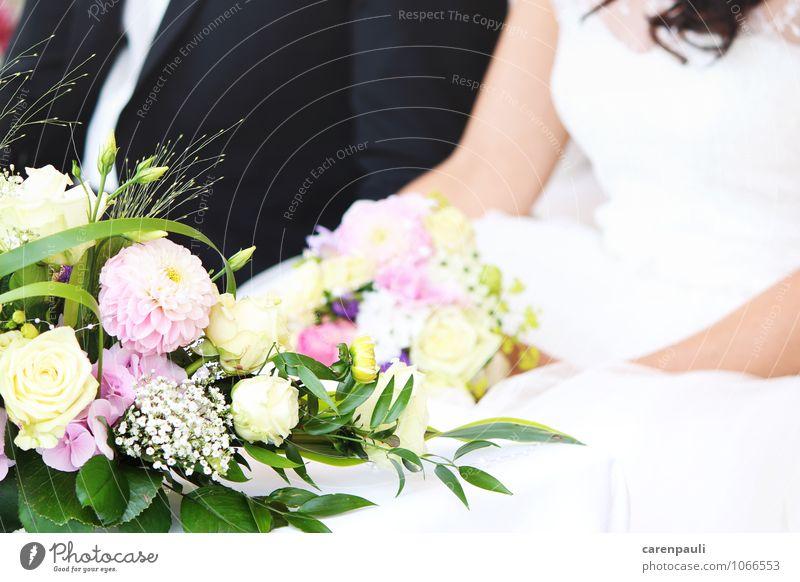 Hochzeit Glück Paar 2 Mensch Blume Rose Kleid Anzug Liebe Zusammensein schön gelb rosa weiß Gefühle Lebensfreude Sicherheit Verliebtheit Treue Romantik Neugier