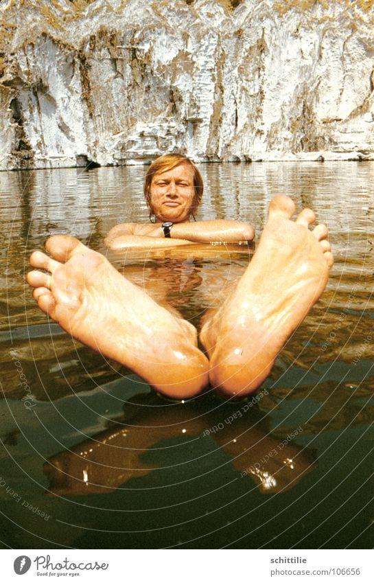Fussbad_!? Mann Wasser Ferien & Urlaub & Reisen Sommer Freiheit Kopf Fuß Schwimmen & Baden Felsen Im Wasser treiben Zehen