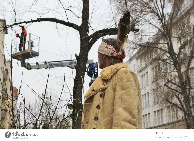 ...erst wenn der letzte Baum .... Mensch Mann Baum Umwelt Erwachsene Berlin Kopf maskulin Kreativität Wandel & Veränderung Hauptstadt Stadtzentrum Altstadt 30-45 Jahre Indianer fällen