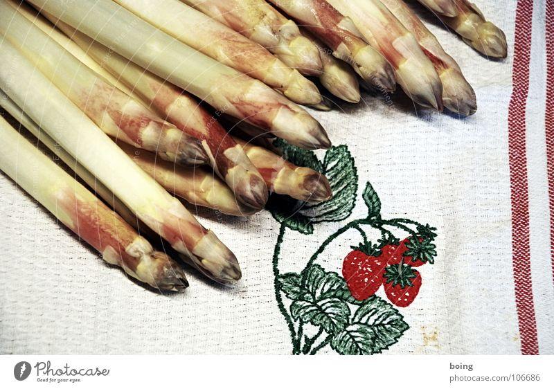 Spargel Frühling frisch Kochen & Garen & Backen Küche Gastronomie Stengel Gemüse Erdbeeren Wurzel Handtuch häuten Portion Spargelernte