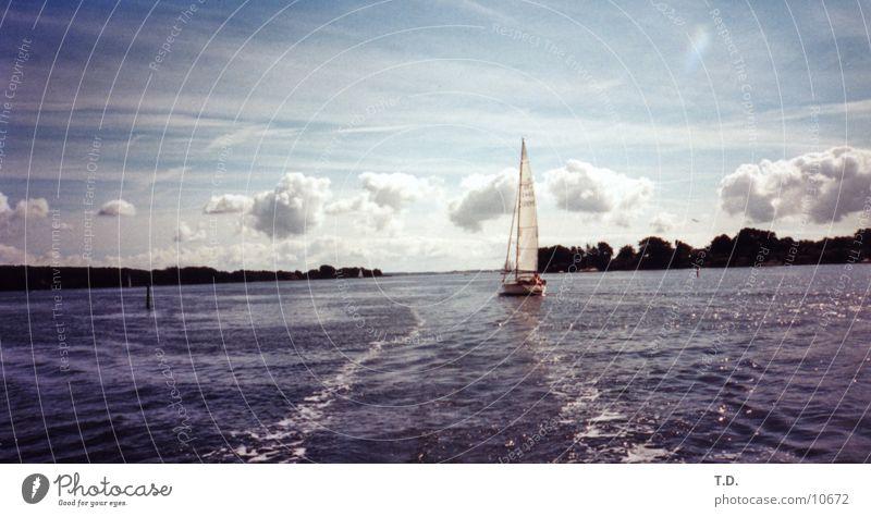 Raus aufs Meer Segelboot Wolken Ostsee Dänemark Insel Hafen Wasser