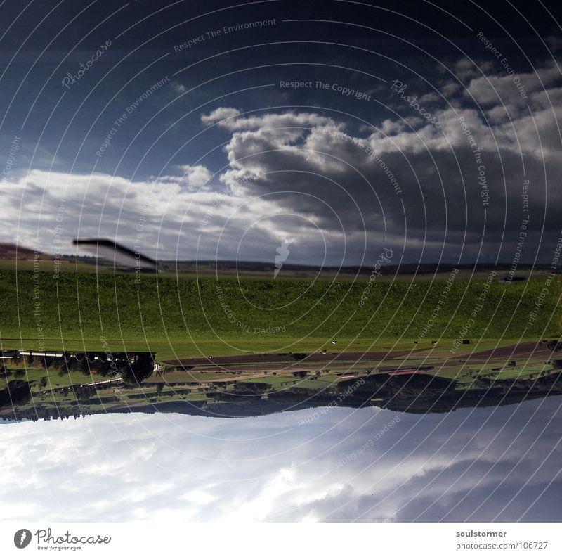 Die Himmel Wolken groß Ferne weiß grün Baum Wiese unten auf dem Kopf entgegengesetzt Fenster Glasscheibe Autodach Reflexion & Spiegelung Größe blau Landschaft