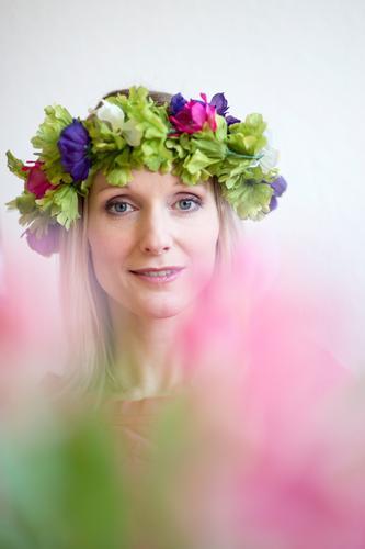Blumenkind Mensch Frau Jugendliche schön Junge Frau Blatt 18-30 Jahre Erwachsene Gesicht Blüte Frühling Feste & Feiern Lifestyle blond Blühend