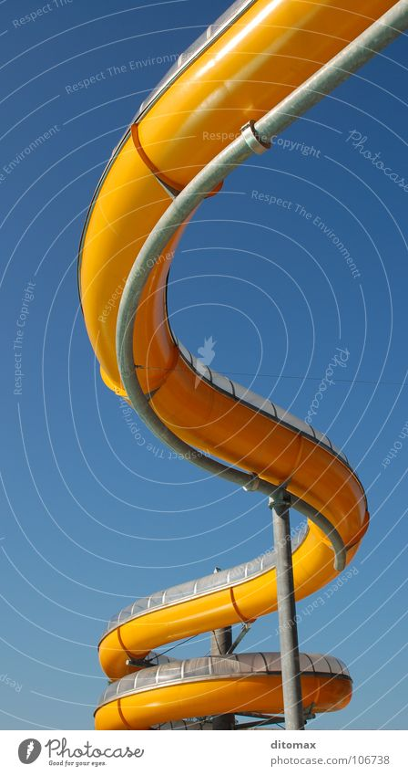 Winding orange water slide Himmel Spielen Funsport Spa