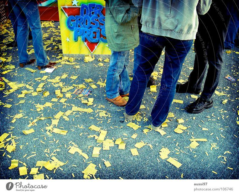 Thoelke Mensch groß Jahrmarkt anonym Oktoberfest erste Bildausschnitt Anschnitt Lotterielose kopflos Niete Verlierer gesichtslos Schausteller Losbude