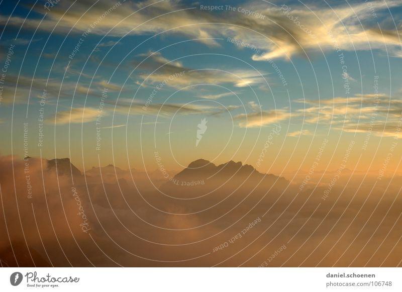neulich vor der Hütte weiß blau Wolken gelb Farbe kalt Herbst Berge u. Gebirge Luft wandern Nebel Hintergrundbild Wetter Freizeit & Hobby Klima Schweiz