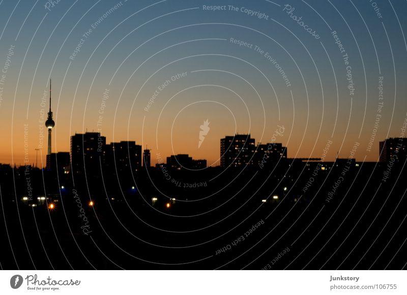 Cities in Fall Plattenbau Dämmerung rot braun schwarz Alexanderplatz dunkel Nacht Licht Stadt Friedrichshain Kreuzberg Osten Berlin Nachtruhe Beton Herbst