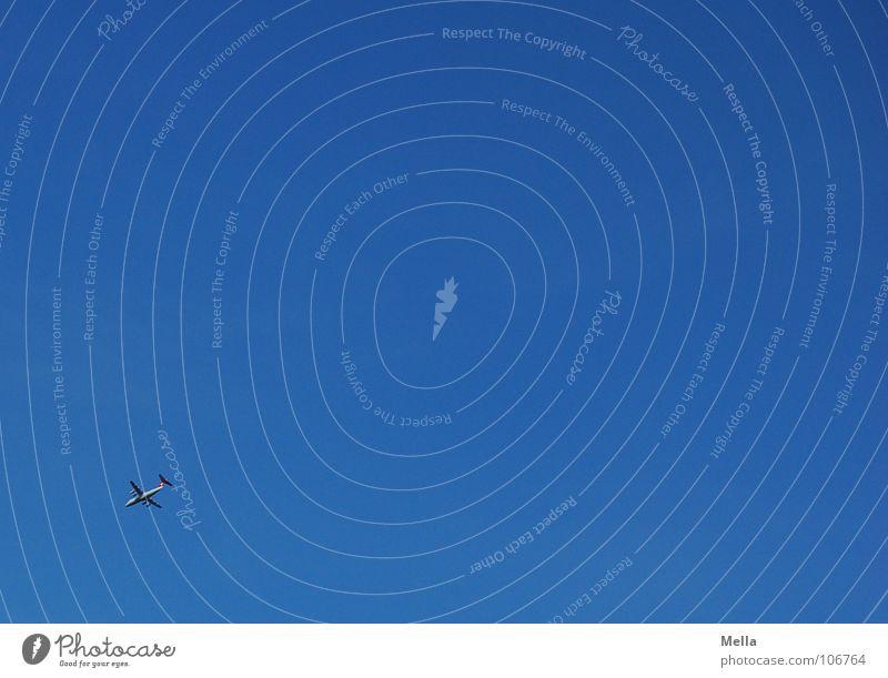 Hoch oben Flugzeug Ferne in der Ecke Luft Ferien & Urlaub & Reisen fliegen Dienstleistungsgewerbe Luftverkehr Himmel blau hoch links unten Luftlinie