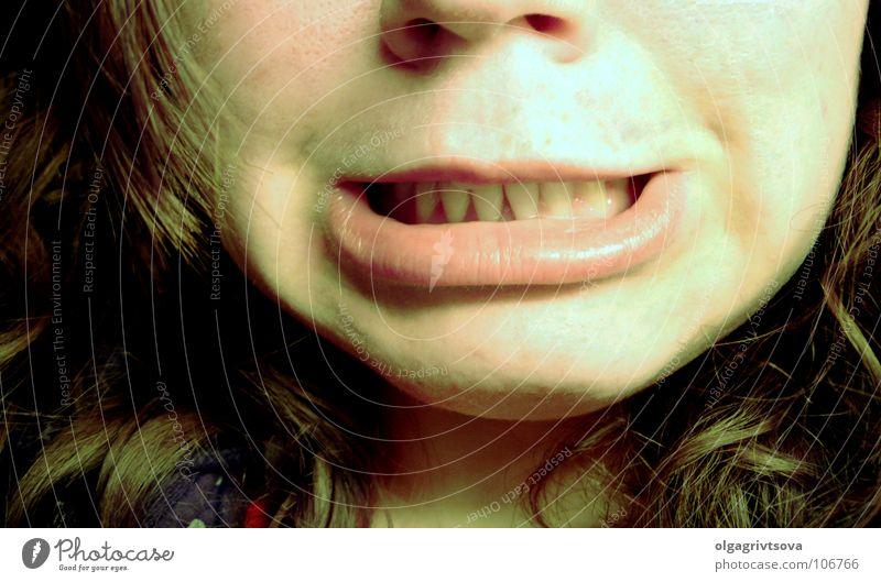 I-G-I-T-T Jugendliche Mund Lippen Ekel Grimasse Verzerrung igitt