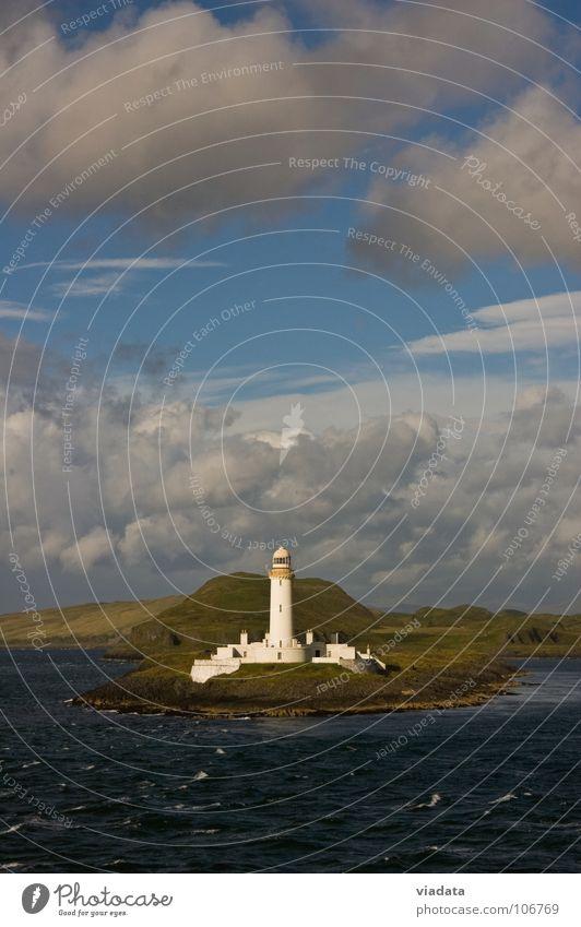 Leuchtturm auf der Isle of Mull (Schottland) Wasser Himmel Meer grün Sommer Ferien & Urlaub & Reisen Wolken Wiese Berge u. Gebirge Stein Gebäude Wellen Küste Industrie Insel Rasen