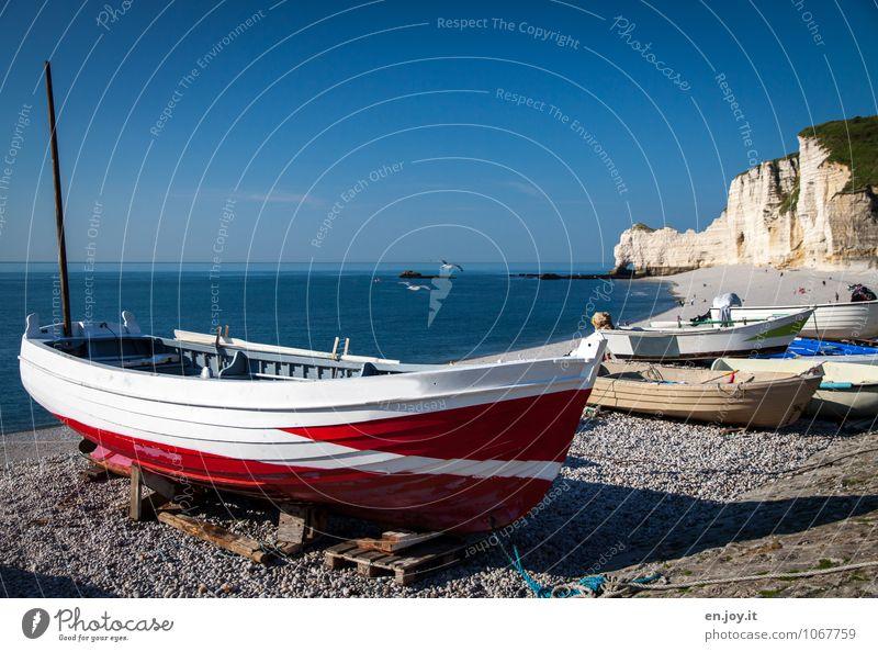 Das Boot Natur Ferien & Urlaub & Reisen blau Sommer Meer rot Landschaft Strand Ferne Küste Felsen Horizont Tourismus Ausflug Lebensfreude Schönes Wetter