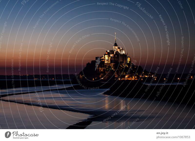 Highlight Ferien & Urlaub & Reisen blau Landschaft dunkel Religion & Glaube orange leuchten Tourismus Insel fantastisch Ausflug Spitze Kirche Romantik Turm