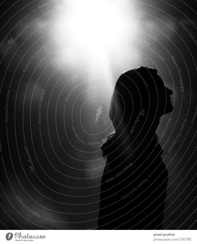 SunWoman Gegenlicht schwarz weiß Frau Schwarzweißfoto Sonne