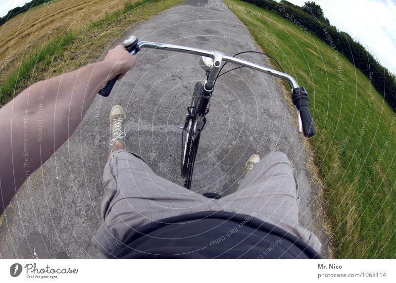 hätte hätte fahrradkette Landschaft Umwelt Straße Gras Wege & Pfade Beine Fuß Lifestyle maskulin Freizeit & Hobby Feld Fahrrad Arme gefährlich Ausflug