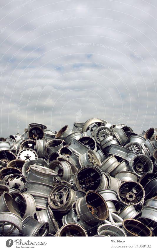 heavy metal III Freizeit & Hobby Arbeit & Erwerbstätigkeit Arbeitsplatz Handel Himmel Wolken grau silber Felge Stahl Metall Leichtmetall rund Schrott