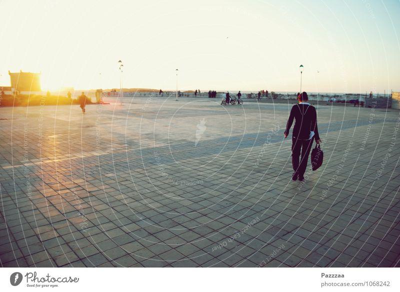 Essaouira Ferien & Urlaub & Reisen Freiheit 1 Mensch 18-30 Jahre Jugendliche Erwachsene Architektur Sonnenaufgang Sonnenuntergang Schönes Wetter Stadt