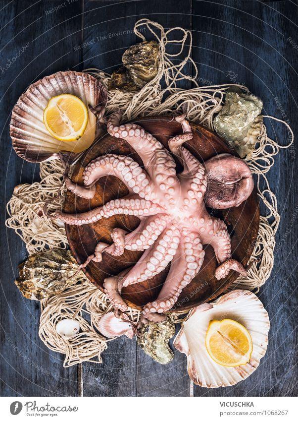 Octopus in Holzschüssel auf Fischernetz Gesunde Ernährung Leben Stil Lebensmittel Freizeit & Hobby Frucht Design Tisch Küche Netz Bioprodukte mediterran