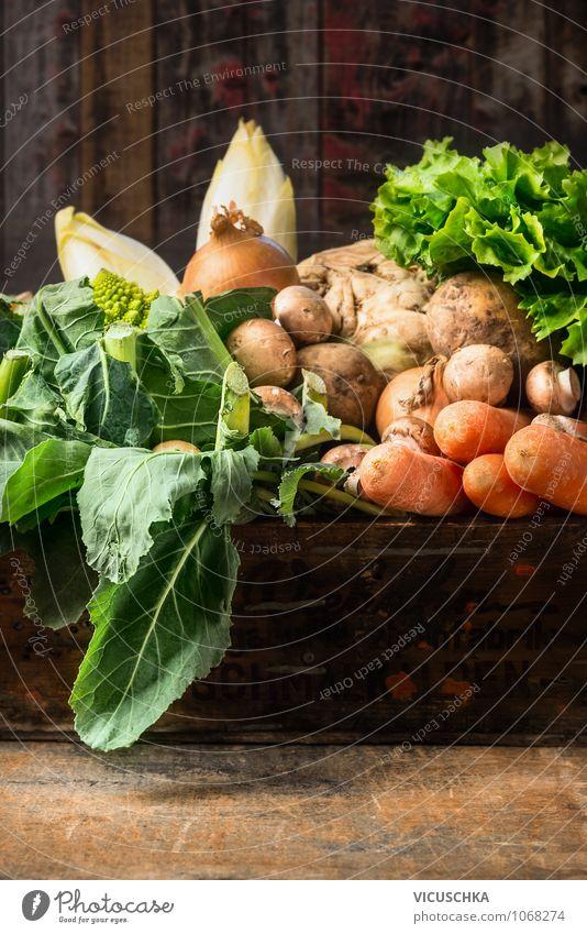 Bio Gemüse auf altem Holztisch Natur Sommer Winter Gesunde Ernährung gelb Wand Leben Herbst Stil Mauer Hintergrundbild Garten Lebensmittel Design Tisch Ernährung