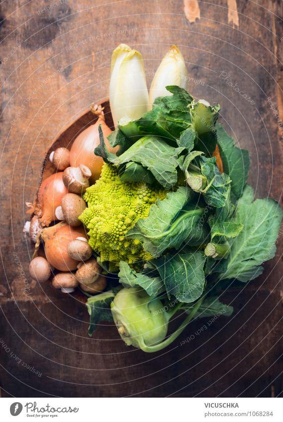Romanesco und frisches Gemüse in Schüssel Lebensmittel Ernährung Bioprodukte Vegetarische Ernährung Diät Schalen & Schüsseln Stil Design Gesunde Ernährung