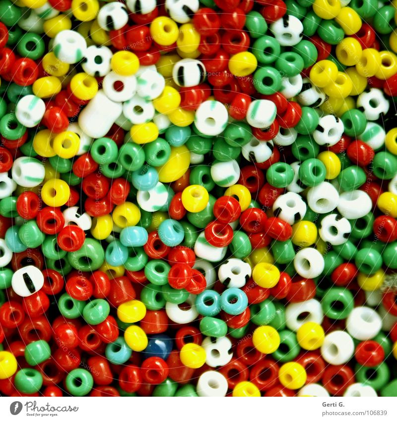 wir basteln weiß grün rot Freude gelb Kunst klein mehrere kaputt Spielzeug Reichtum Statue Schmuck Kunststoff Handwerk Loch