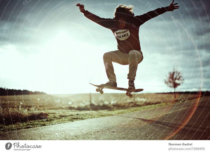 Skateboard Lifestyle Freude Freizeit & Hobby Skateboarding Sport maskulin 1 Mensch 18-30 Jahre Jugendliche Erwachsene springen Extremsport Freiheit sportlich