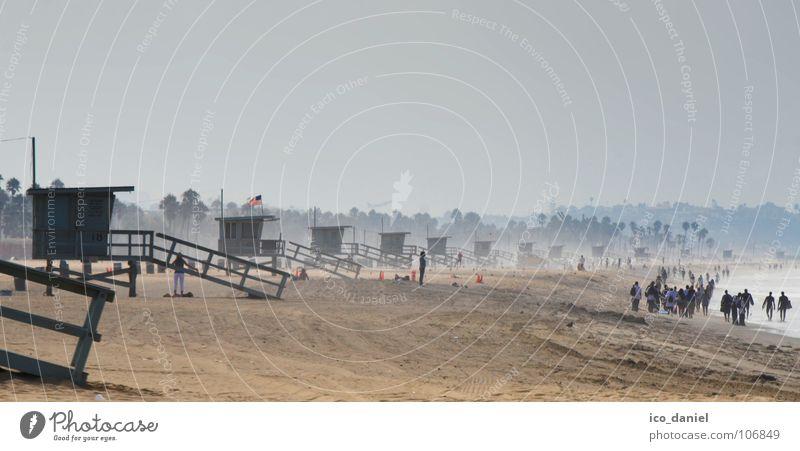 Santa Monica Beach - Los Angeles Meer Sommer Ferien & Urlaub & Reisen Strand Ferne Sand Küste Menschengruppe Zufriedenheit Nebel Tourismus USA Spaziergang Hütte