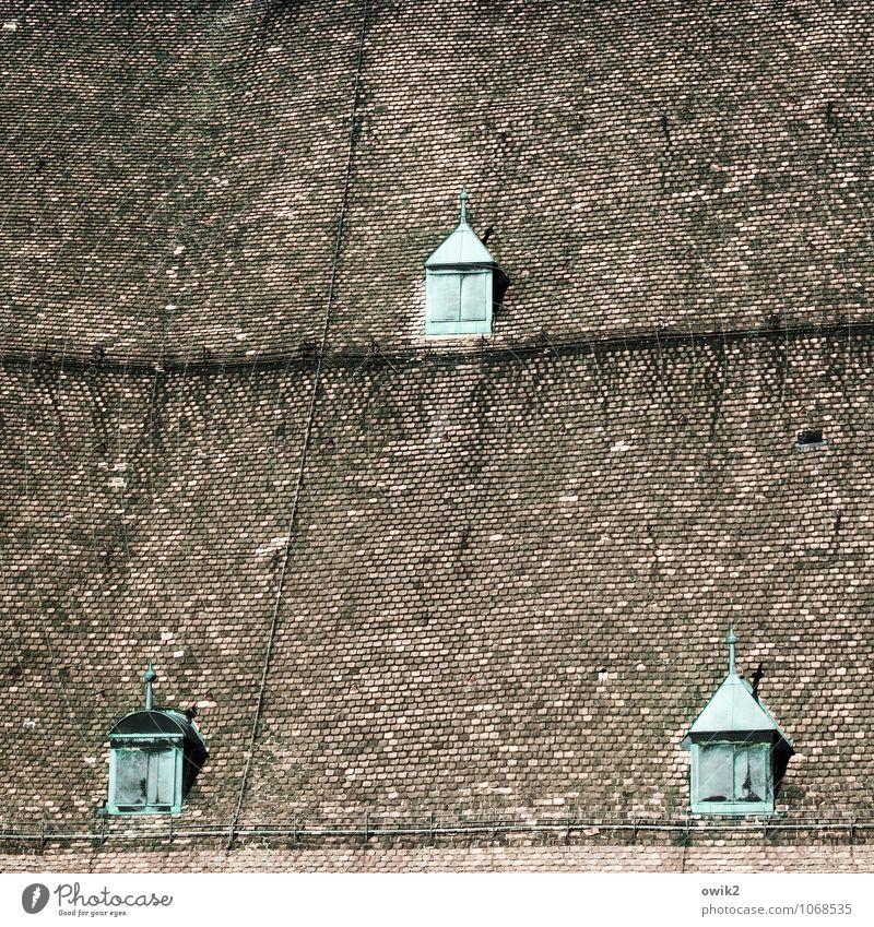Hanglage mit Aussicht Kirche Dom Bauwerk Gebäude Dach Dachziegel Dachfenster Blitzableiter Grünspan alt groß historisch hoch oben schwarz türkis Wachsamkeit