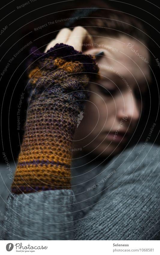. Freizeit & Hobby Handarbeit Mensch feminin Frau Erwachsene Gesicht Arme Finger 1 Herbst Winter Handschuhe Wärme weich DIY häkeln Farbfoto Innenaufnahme