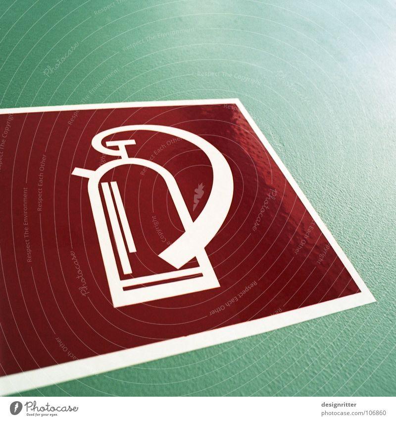 Da in der Ecke ...! grün rot Brandschutz Brand Schilder & Markierungen verrückt gefährlich bedrohlich Hinweisschild Symbole & Metaphern Unfall Feuerwehr Logo Ikon Notfall löschen