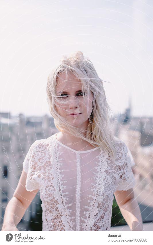 windig viel? Lifestyle elegant Stil Freude Leben harmonisch Erholung Freizeit & Hobby feminin Kleid Top Spitze blond außergewöhnlich einfach Freundlichkeit