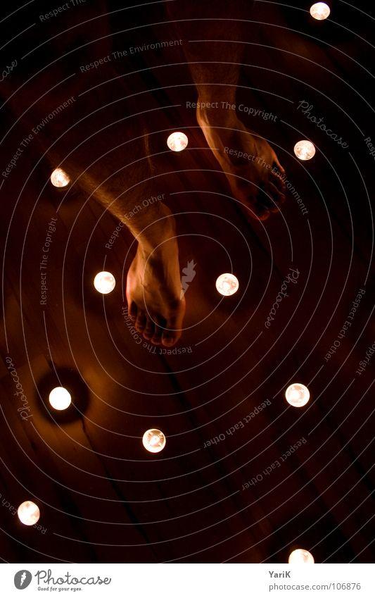 sternenboden rot schwarz dunkel Wärme träumen hell Fuß orange gehen Stern Brand stehen Bodenbelag Romantik Kerze Flamme