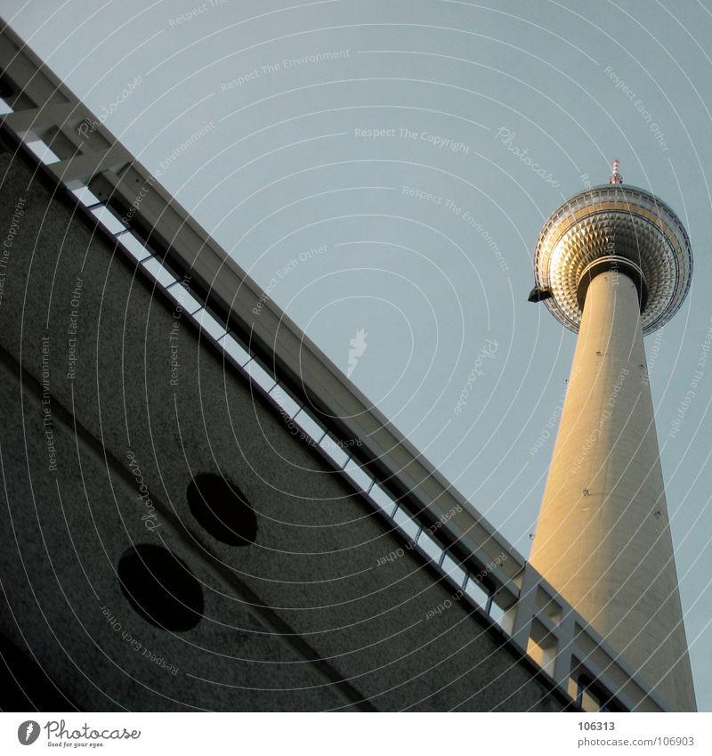 I LOVE BERLIN* Berlin Metall Angst groß Beton hoch Macht Denkmal Radio Wahrzeichen Geländer Osten Berliner Fernsehturm Westen Funkwellen