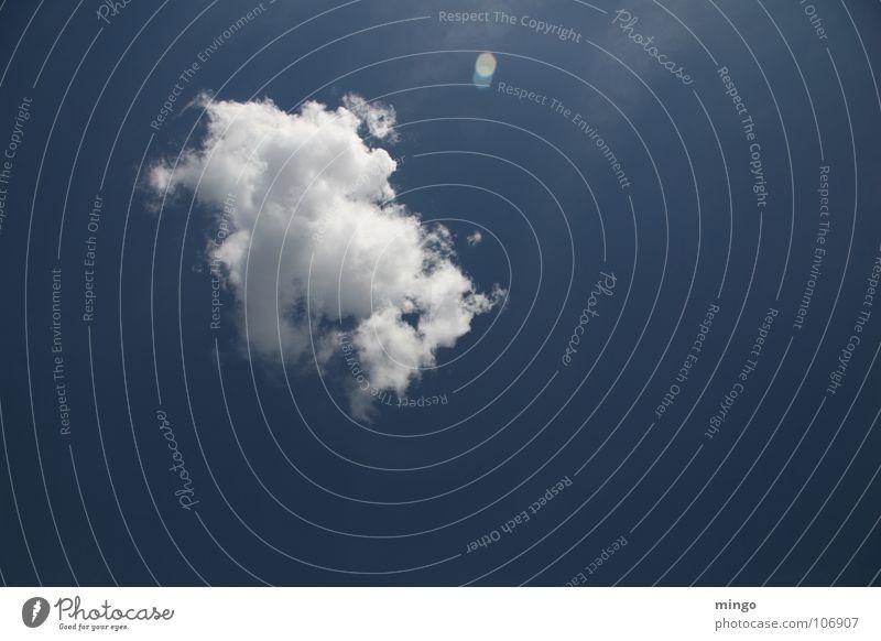 ne nette Wolke Wolken weiß Wasserdampf Einsamkeit Regenwolken Watte Umwelt Gegenlicht Erholung Denken Himmel blau Wetter Natur Niveau Strukturen & Formen Cloud