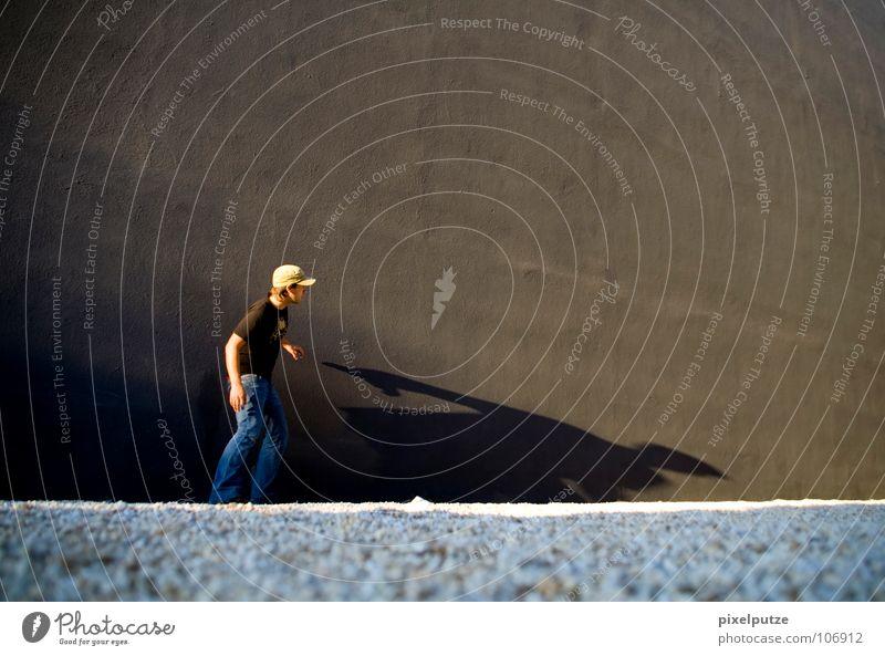 bleib hier! Wand flüchten Mann Kies Schatten Schattenspiel Zwerg Mauer Abschied Kommunizieren Jugendliche Flucht Fragen