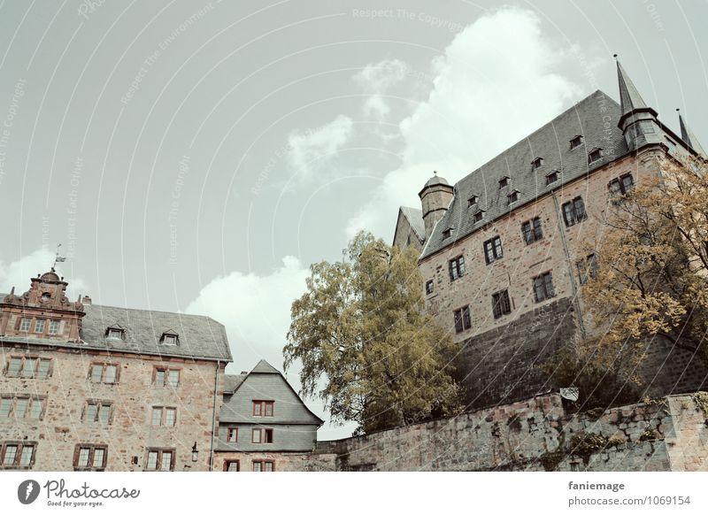 Schloss Gemälde Burg oder Schloss Bauwerk Gebäude Architektur Mauer Wand Fassade Sehenswürdigkeit Wahrzeichen schön Märchen beeindruckend grau Wolken