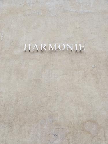 Vorname: Phil Mauer Wand Fassade grau Buchstaben Wort Putzfassade harmonisch Außenaufnahme Nahaufnahme Menschenleer Textfreiraum oben Textfreiraum unten