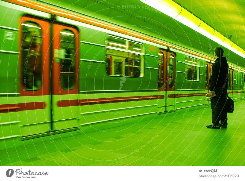 Toxic Subway U-Bahn Untergrund Verkehr grün Mann Mensch Population Streifen Eisenbahn rot dunkel Licht warten Ankunft Hintergrundbild Unschärfe Bahnsteig Zeit