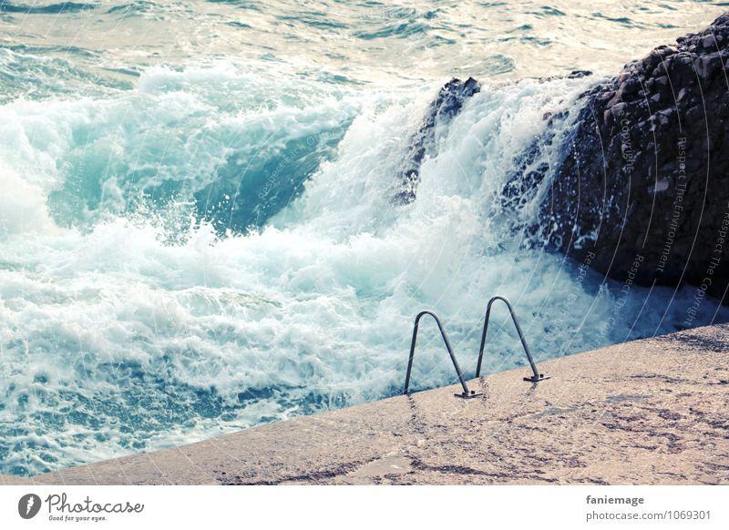 la mer, ma piscine Schwimmbad heiß trendy Meer Leiter Felsen Wellen spritzen Wasser frisch Erfrischung Marseille Frankreich Mittelmeer Ferien & Urlaub & Reisen