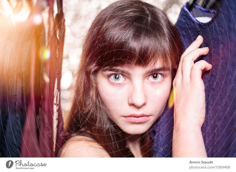 Neulich im Kleiderschrank VI Mensch Frau Kind Jugendliche schön Junge Frau Hand Erwachsene Gesicht Beleuchtung feminin Stil Haare & Frisuren Mode Lifestyle