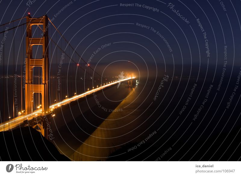 Golden Gate Bridge - San Francisco Wasser rot Ferne dunkel Nebel Brücke USA Verkehrswege Nachthimmel Kalifornien