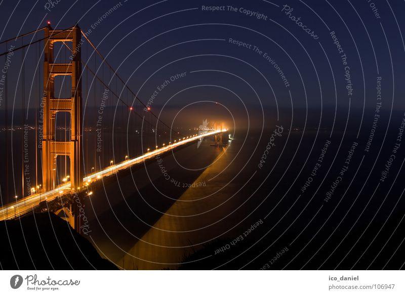 Golden Gate Bridge - San Francisco Wasser rot Ferne dunkel Nebel Brücke USA Verkehrswege Nachthimmel Kalifornien San Francisco Golden Gate Bridge