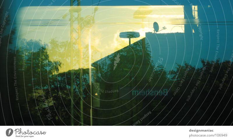 Wagon 23 Wolken schlechtes Wetter dunkel nass Eisenbahn blenden Verkehr fahren Horizont Luft rein frisch Flüssigkeit Bewegung Geschwindigkeit