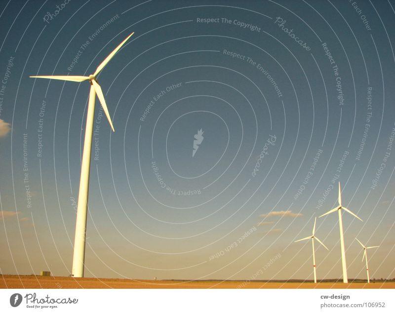 die ruhe Windkraftanlage Propeller regenerativ ökologisch umweltfreundlich Technik & Technologie Umweltverschmutzung Industrielandschaft Blauer Himmel