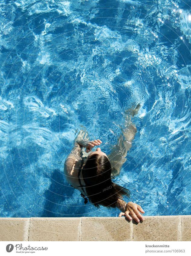 Luft holen Frau blau Wasser Ferien & Urlaub & Reisen Sommer Spielen Schwimmen & Baden Freizeit & Hobby nass Schwimmbad Hotel tauchen Erfrischung atmen Schwimmsportler Kühlung